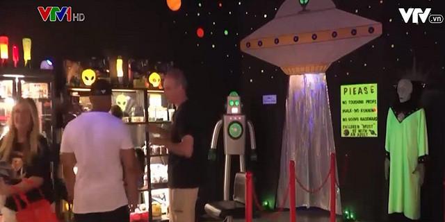 Lễ hội người ngoài hành tinh thu hút hàng nghìn du khách - 2