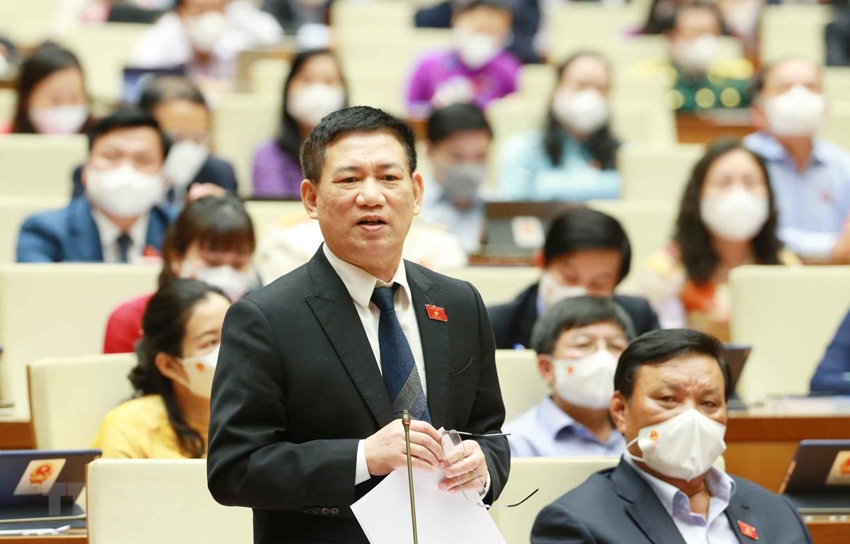 Bộ trưởng Bộ Tài chính Hồ Đức Phớc giải trình ý kiến của đại biểu Quốc hội. (Ảnh: Phương Hoa/TTXVN)