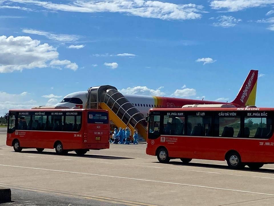Thừa Thiên - Huế đón 239 công dân trở về từ TP.HCM bằng máy bay - 1