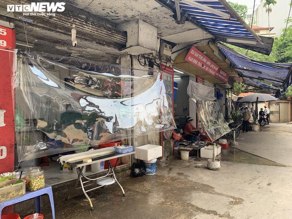 Cảnh mua bán khác lạ chưa từng có ở chợ Hà Nội  - 4