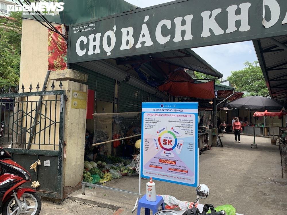 Cảnh mua bán khác lạ chưa từng có ở chợ Hà Nội  - 1