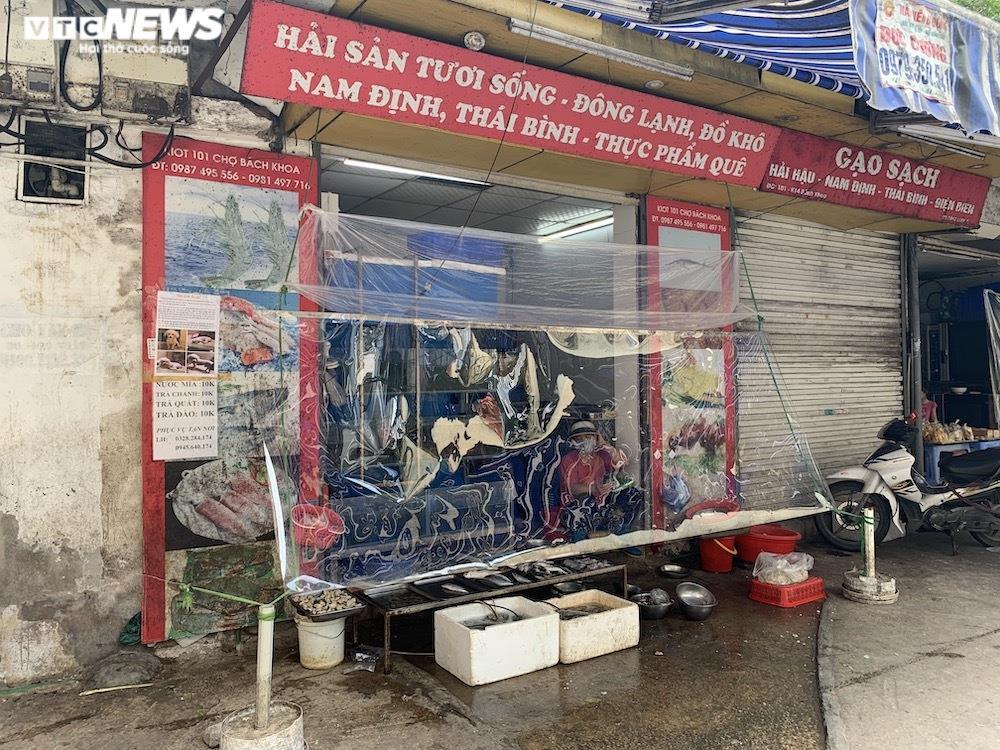 Cảnh mua bán khác lạ chưa từng có ở chợ Hà Nội  - 6