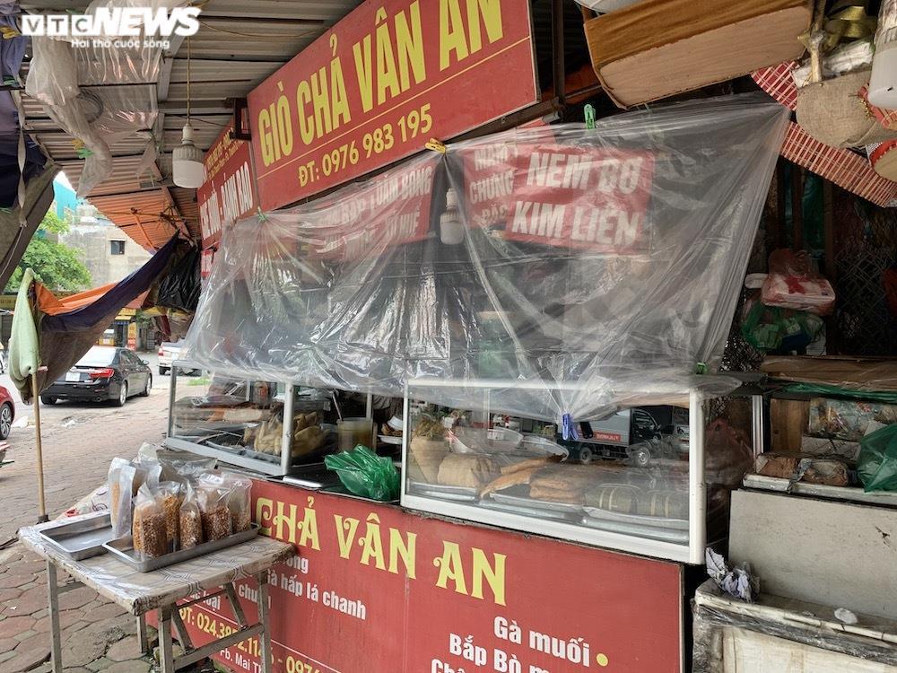 Cảnh mua bán khác lạ chưa từng có ở chợ Hà Nội  - 8