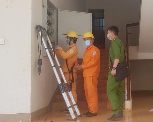 PC Đắk Lắk: Cấp điện phục vụ Bệnh viện dã chiến số 1 - 1