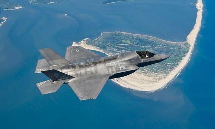 Chiến cơ tàng hình Mỹ bị sét đánh khi đang bay