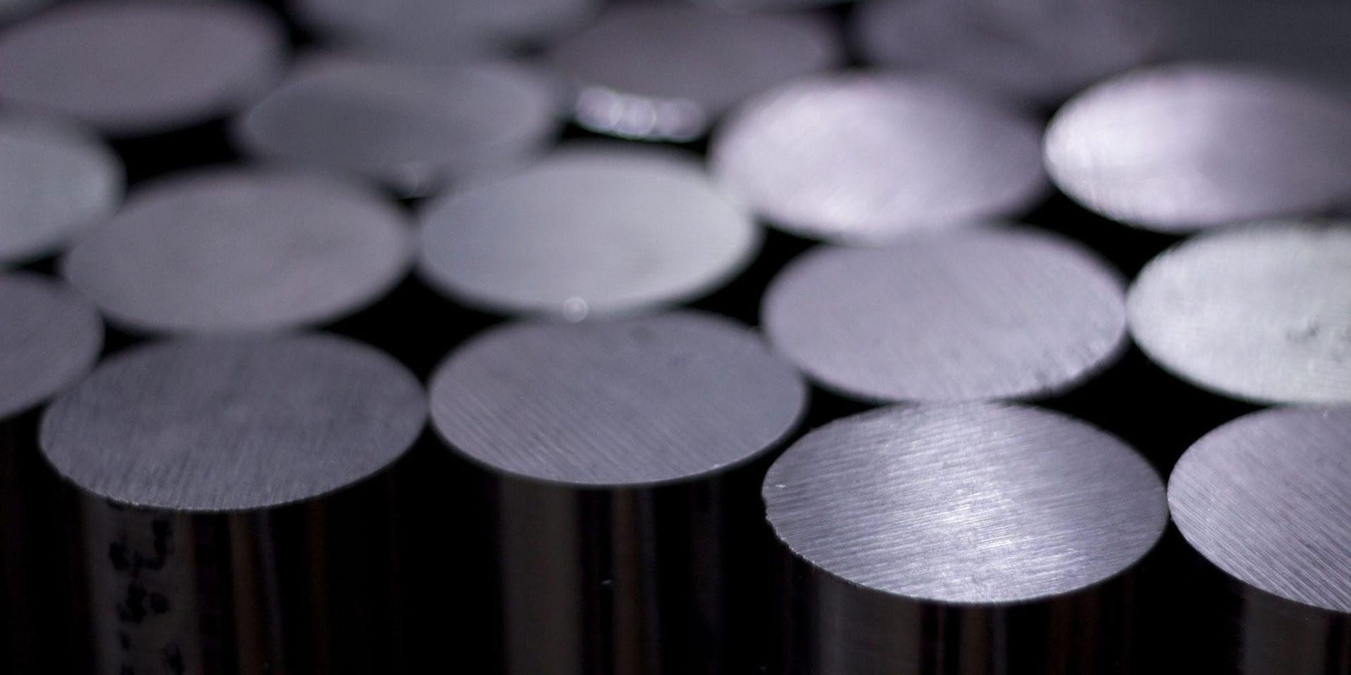 titanium-iphone-body-2022.jpg