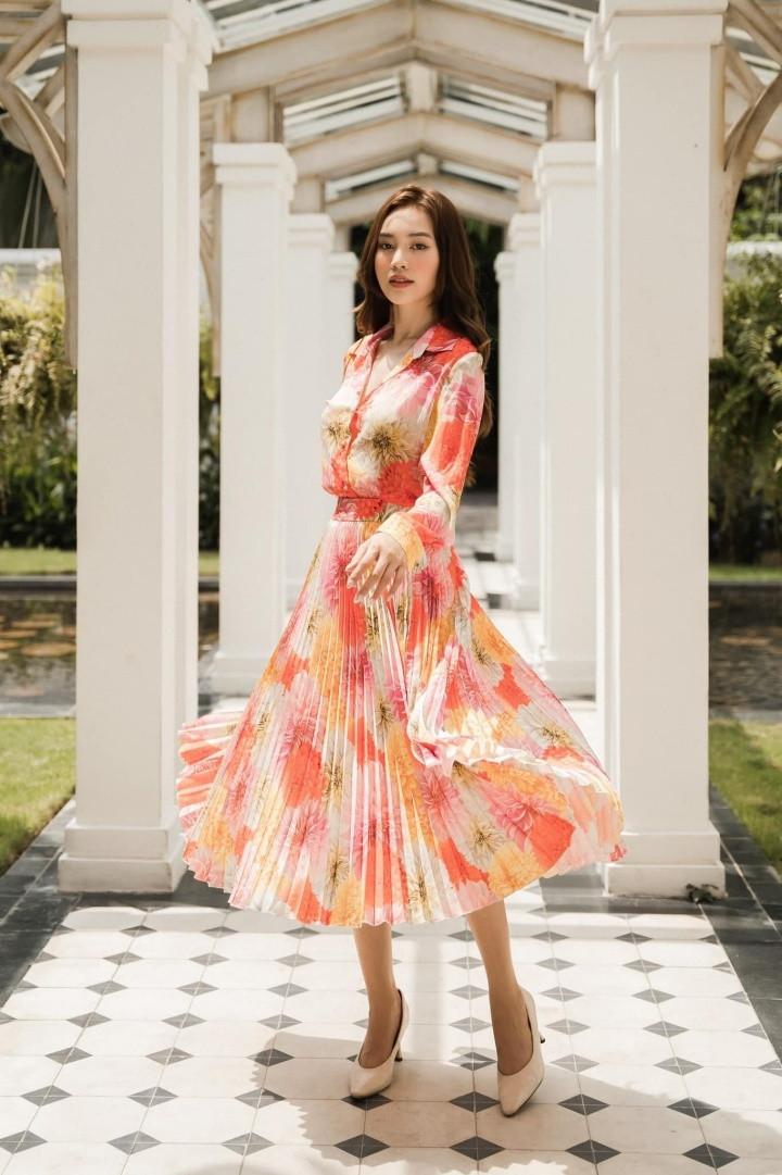 Á hậu Tú Anh, Kim Duyên đọ dáng gợi cảm
