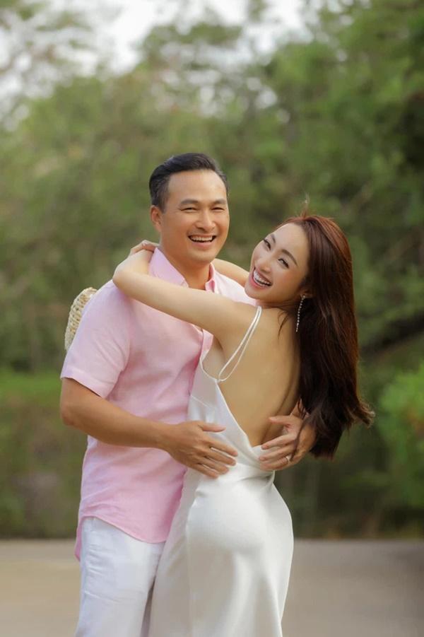 Vợ kém 16 tuổi của Chi Bảo mặc bikini khoe bụng bầu dù chưa tổ chức cưới-9