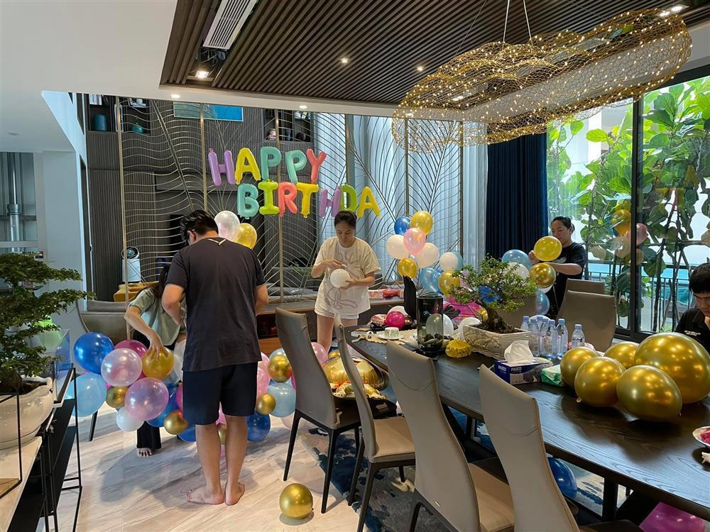 Bà nội quyền lực mừng sinh nhật con gái Cường Đô La 1 tuổi-6