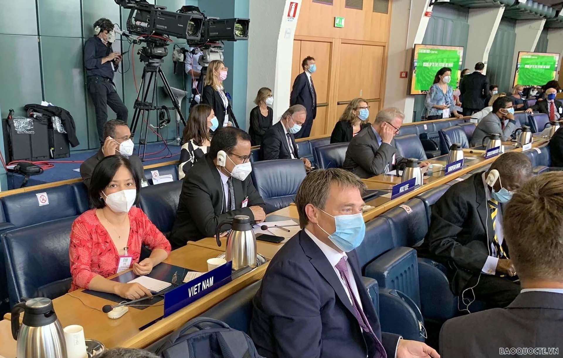 Đại sứ Nguyễn Thị Bích Huệ, Đại sứ Việt Nam tại Italy và Đại diện Thường trực của Việt Nam tại các tổ chức Liên hợp quốc có trụ sở tại Rome, đã đại diện đoàn Việt Nam tham dự trực tiếp hội nghị.