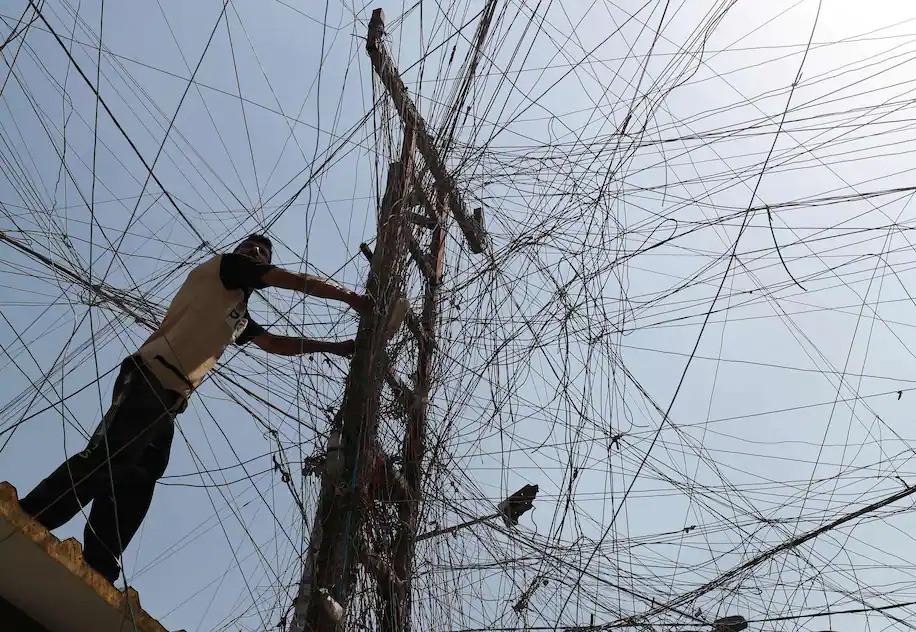 (07.26) Mạng lưới điện tại nhiều quốc gia Trung Đông đã lạc hậu và trở nên quá tải trong thời gian qua. (Nguồn AFP)
