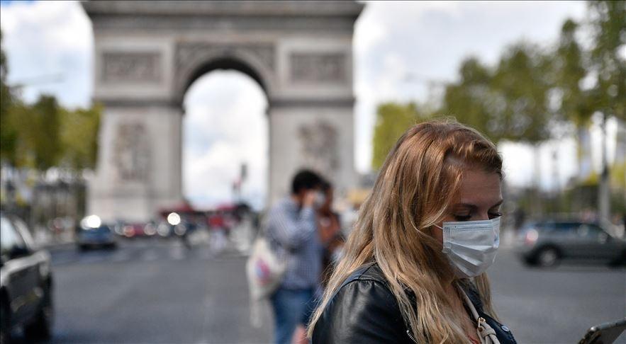 Vào giữa tháng 6/2021, chính phủ Pháp đã dỡ bỏ rất nhiều biện pháp hạn chế nhưng số ca nhiễm mới lại tiếp tục tăng trở lại, đẩy nước này trước làn sóng dịch thứ tư. (Nguồn: Anadolu Agency)