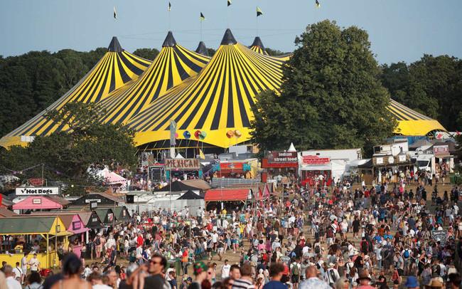 Hàng nghìn người tham gia lễ hội âm nhạc ở Anh giữa đà tăng ca nhiễm COVID-19 - 1