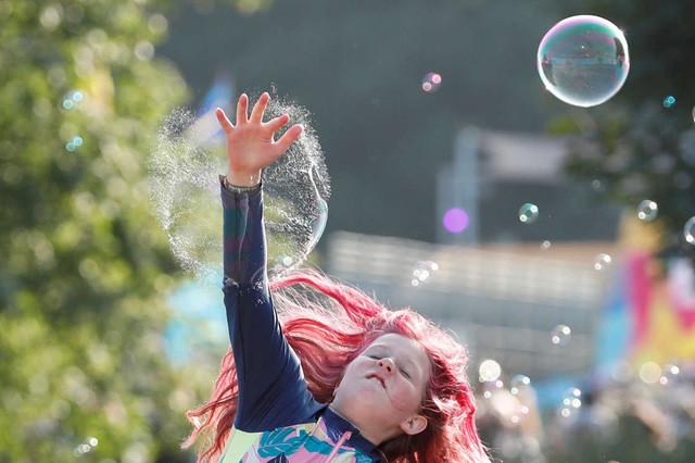 Hàng nghìn người tham gia lễ hội âm nhạc ở Anh giữa đà tăng ca nhiễm COVID-19 - 3
