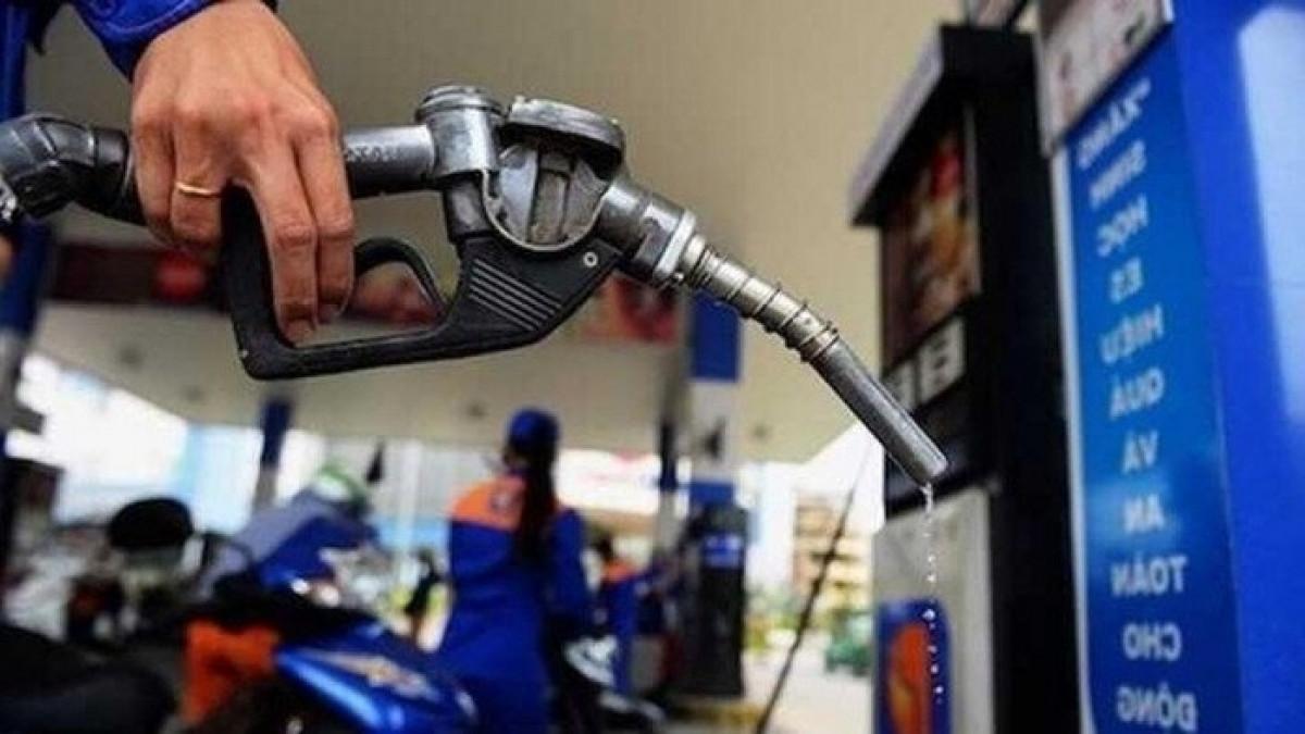 Giá xăng dầu giảm nhẹ sau nhiều lần tăng mạnh