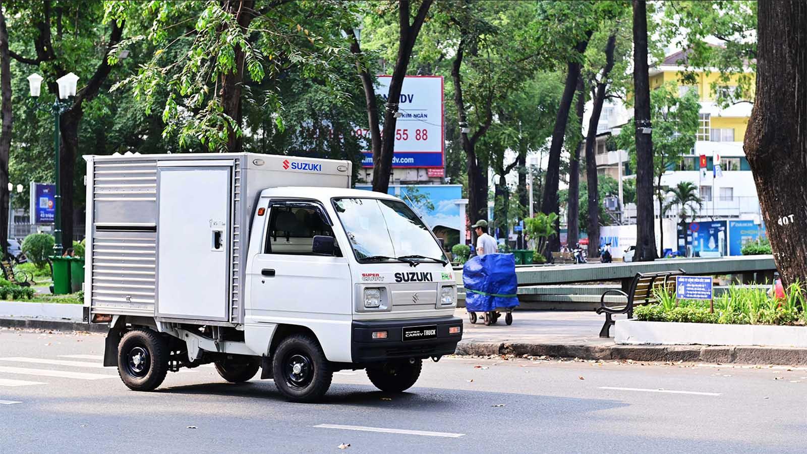 Suzuki Carry Truck Truck - mẫu tải nhẹ lý tưởng với mức tiết kiệm nhiên liệu chỉ 6L/100km