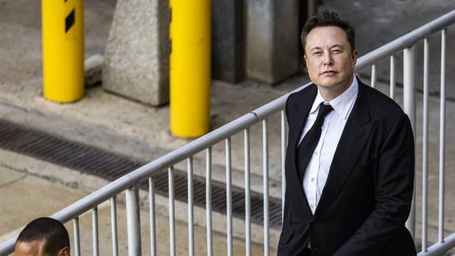 Chỉ trong một buổi báo cáo thu nhập, ông Elon Musk châm chọc Apple đến 2 lần - Ảnh 1.