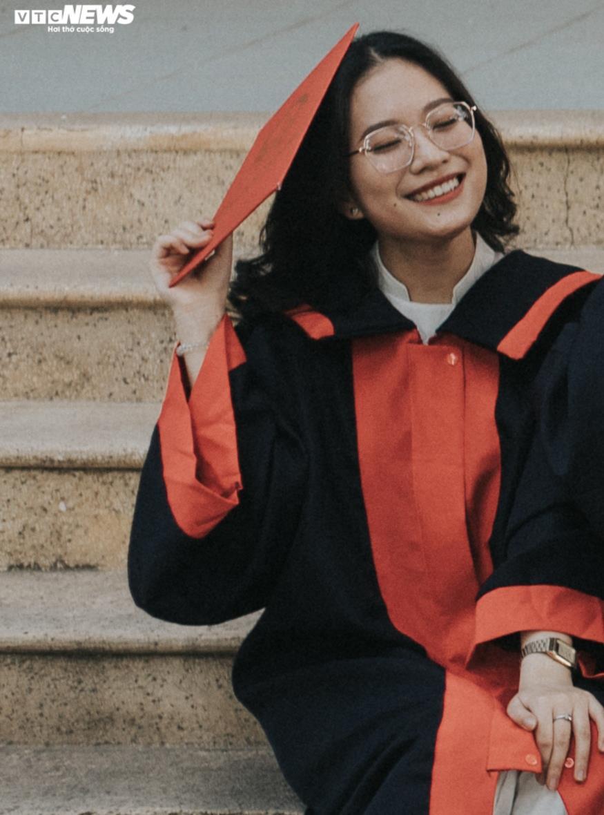 Nữ sinh chuyên Văn ở Kon Tum là thủ khoa khối D toàn quốc  - 2