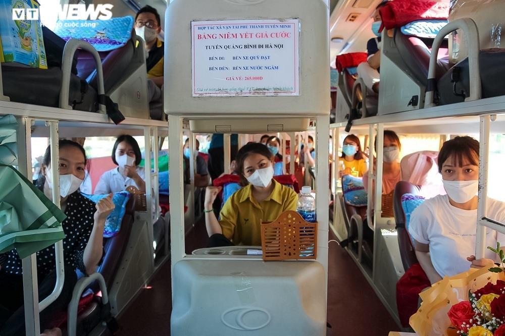 Ảnh: 29 bác sĩ, điều dưỡng Quảng Bình lên đường chi viện TP.HCM chống dịch  - 3