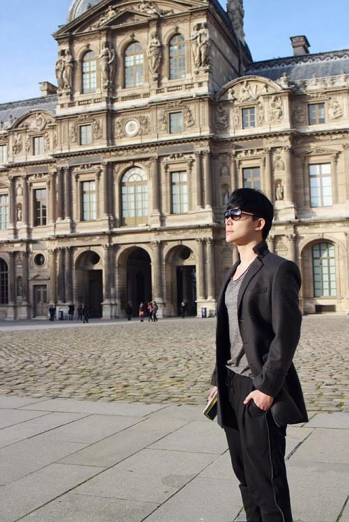 Lý do ca sĩ Nathan Lee hủy chuyến bay sang Pháp để ở lại Việt Nam