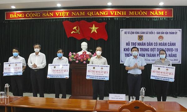 Bộ Tư lệnh Vùng Cảnh sát biển 2 trao quà cho 160 gia đình khó khăn trong dịch COVID-19