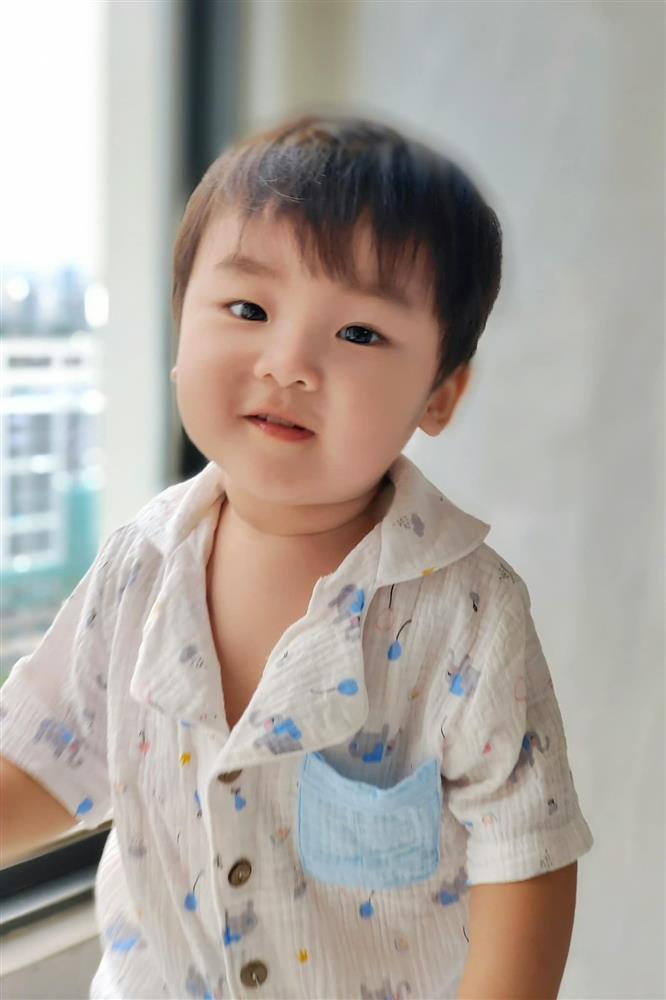 Thót tim nhìn con trai Hòa Minzy ngã ngửa từ trên cao-11