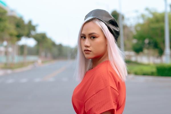 Ca sĩ Việt có cha mẹ nổi tiếng-8
