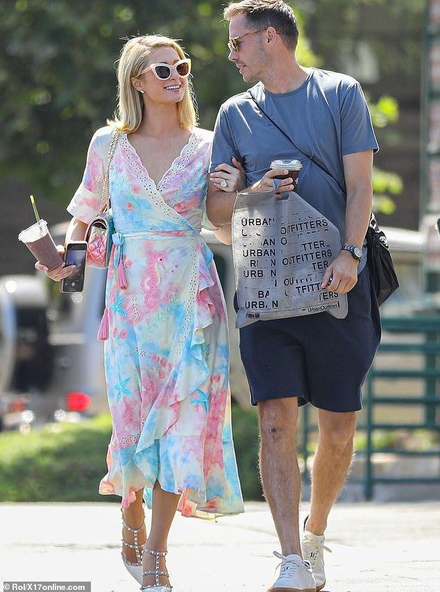 Paris Hilton bị đồn mang thai-2