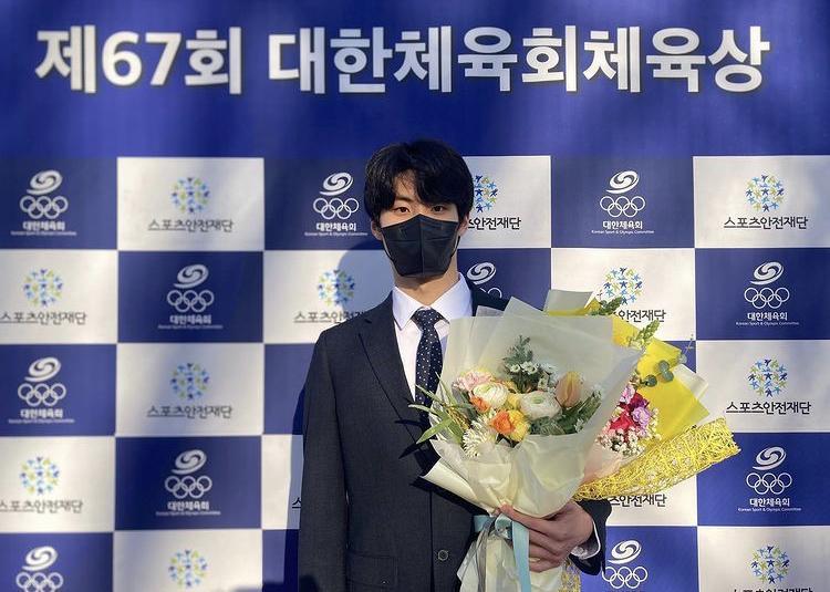 Thời trang và vẻ ngoài nam thần của đoàn Olympic Hàn Quốc-16