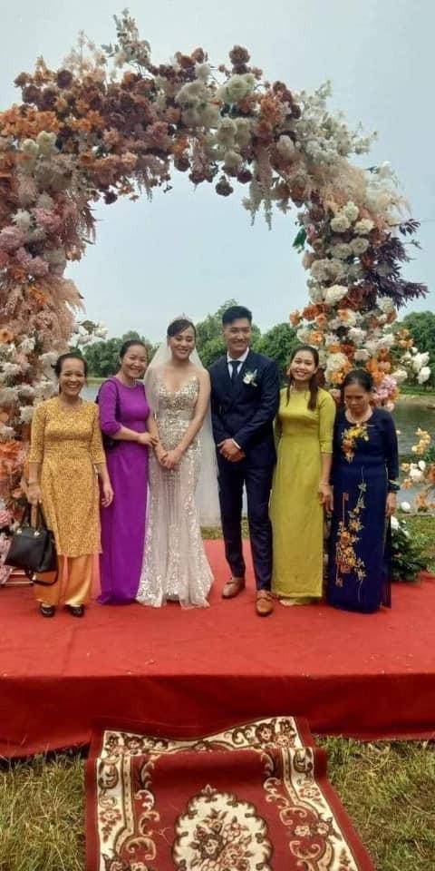 HOT nhất Hương vị tình thân: Long - Nam bị leak ảnh cưới chụp cùng họ hàng, fan đua nhau lên thuyền trở lại - Ảnh 1.