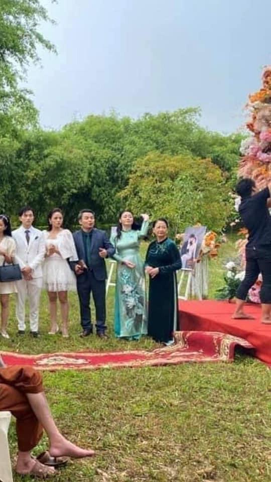 HOT nhất Hương vị tình thân: Long - Nam bị leak ảnh cưới chụp cùng họ hàng, fan đua nhau lên thuyền trở lại - Ảnh 7.
