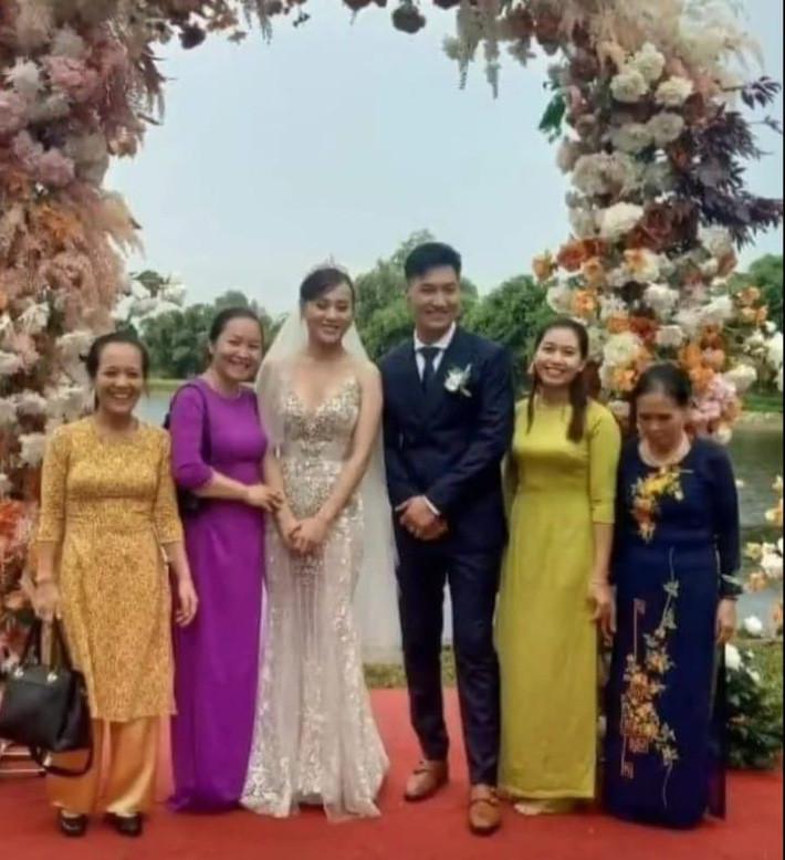 HOT nhất Hương vị tình thân: Long - Nam bị leak ảnh cưới chụp cùng họ hàng, fan đua nhau lên thuyền trở lại - Ảnh 2.
