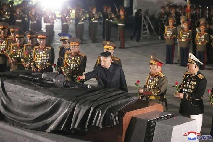 Nhà lãnh đạo Triều Tiên lại có động thái khác lạ sau bước đi tích cực với Hàn Quốc. (Nguồn: KCNA)