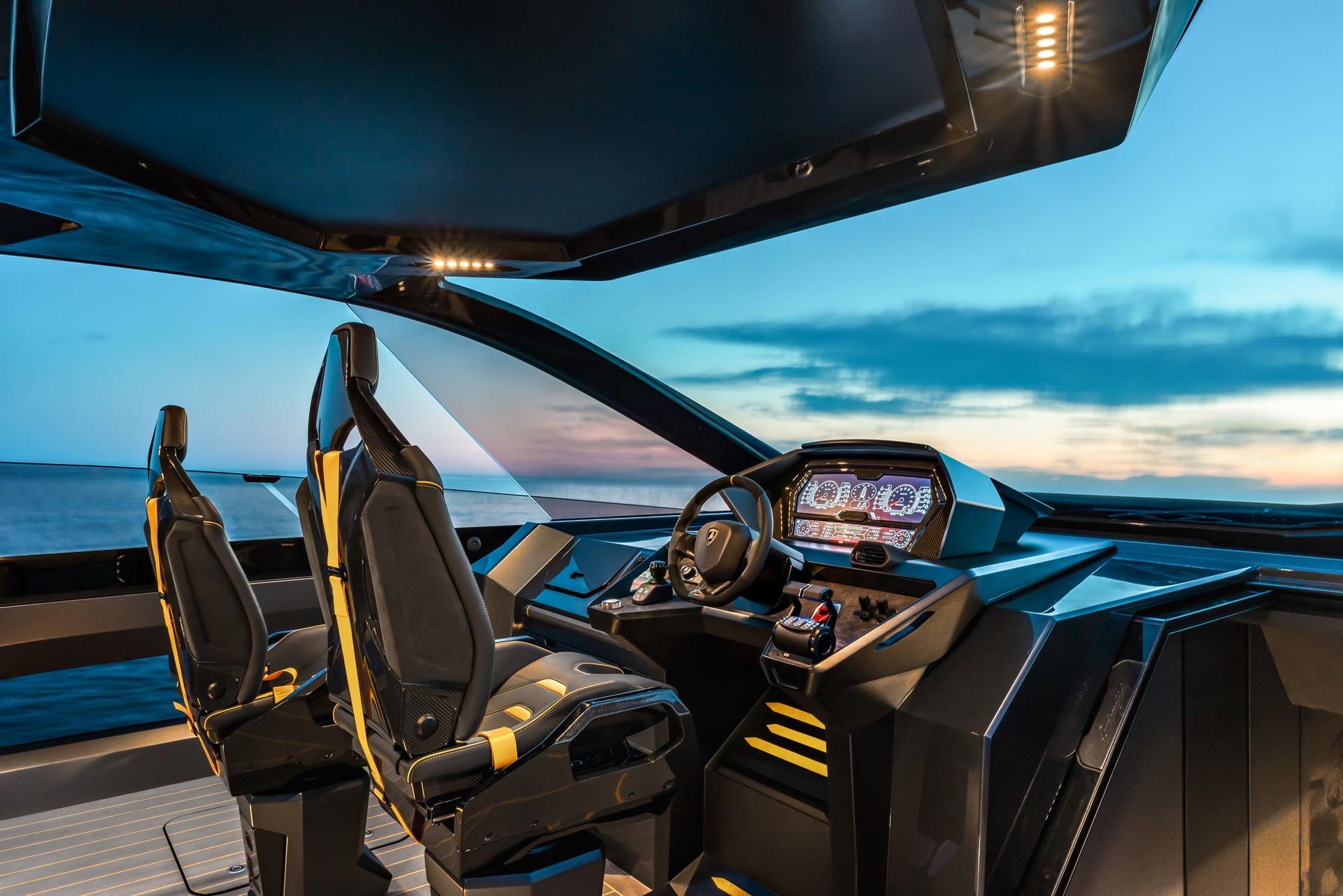Cabin du thuyền Lamborghini Tecnomar