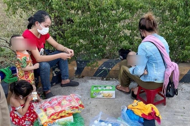 5 mẹ con người Nghệ An bị bỏ quên ở Huế đã về quê an toàn - 1