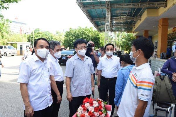 60 y bác sĩ Nghệ An tình nguyện vào Bình Dương chống dịch COVID-19 - 2