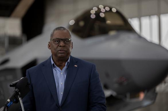 Bộ trưởng Quốc phòng Mỹ Lloyd J. Austin III phát biểu tại một căn cứ ở bang Alaska ngày 24-7, trước khi đến Đông Nam Á - Ảnh: BỘ QUỐC PHÒNG MỸ