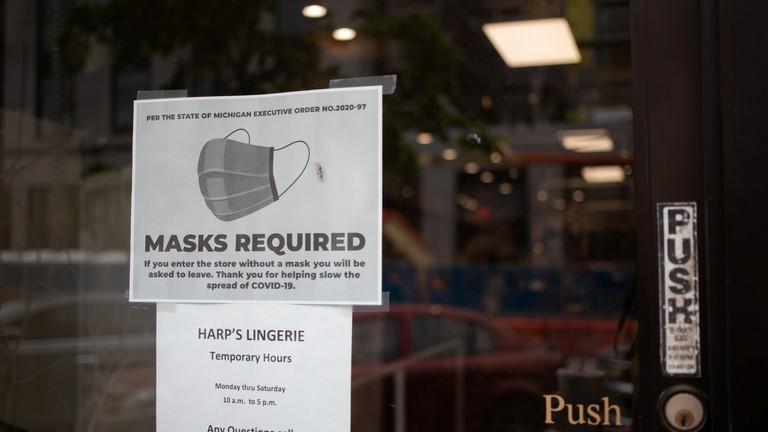 Mỹ khuyến cáo người dân đeo khẩu trang trở lại