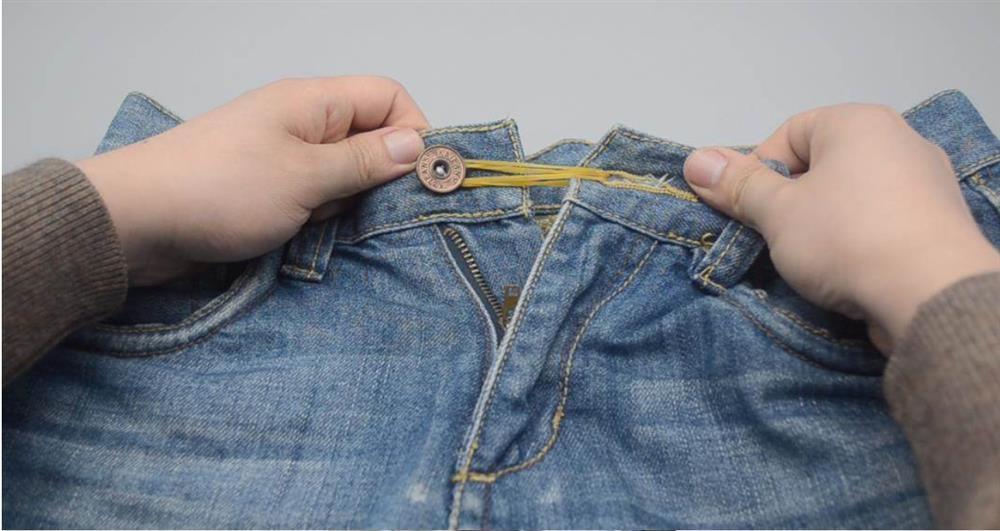 Đặt một vài sợi dây chun trong phòng tắm sẽ rất hữu ích, có thể giúp bạn tiết kiệm được rất nhiều tiền trong một năm-4