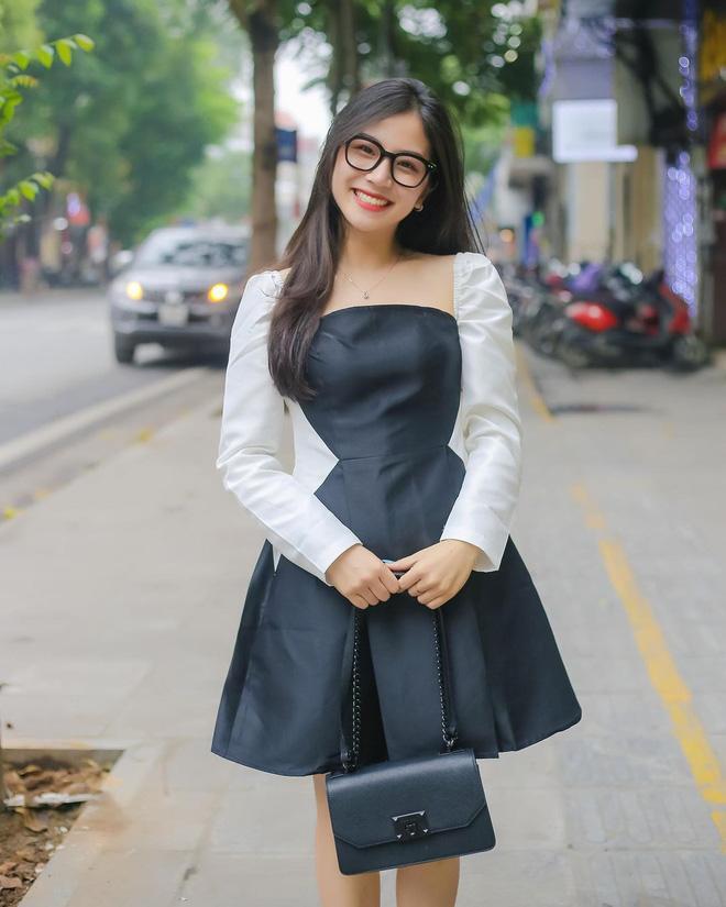 Danh tính gái xinh livestream chung với cô giáo Minh Thu-2