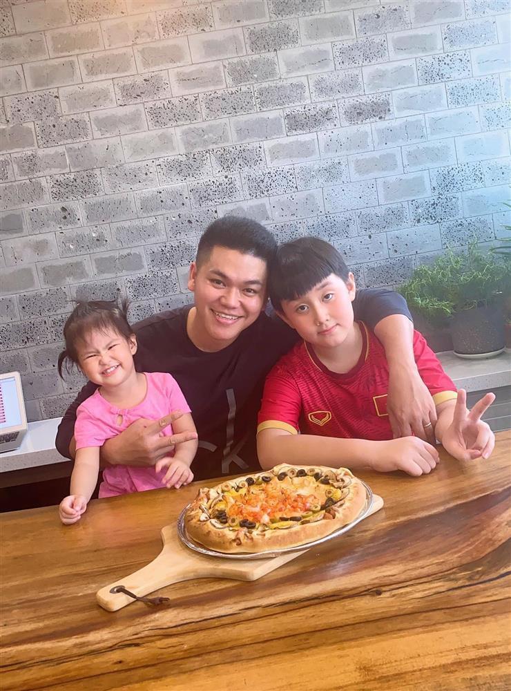 Lê Phương bị chất vấn không đeo nhẫn cưới với chồng trẻ-5