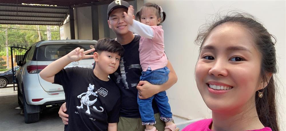 Lê Phương bị chất vấn không đeo nhẫn cưới với chồng trẻ-2