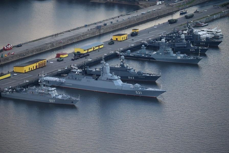 Theo Bộ Quốc phòng Nga, cuộc tập trận quy mô lớn có nội dung là chặn đứng các cuộc tấn công trên vịnh Phần Lan, bảo vệ an toàn tuyệt đối cho thành phố Saint Petersburg. (Nguồn: Reddit)