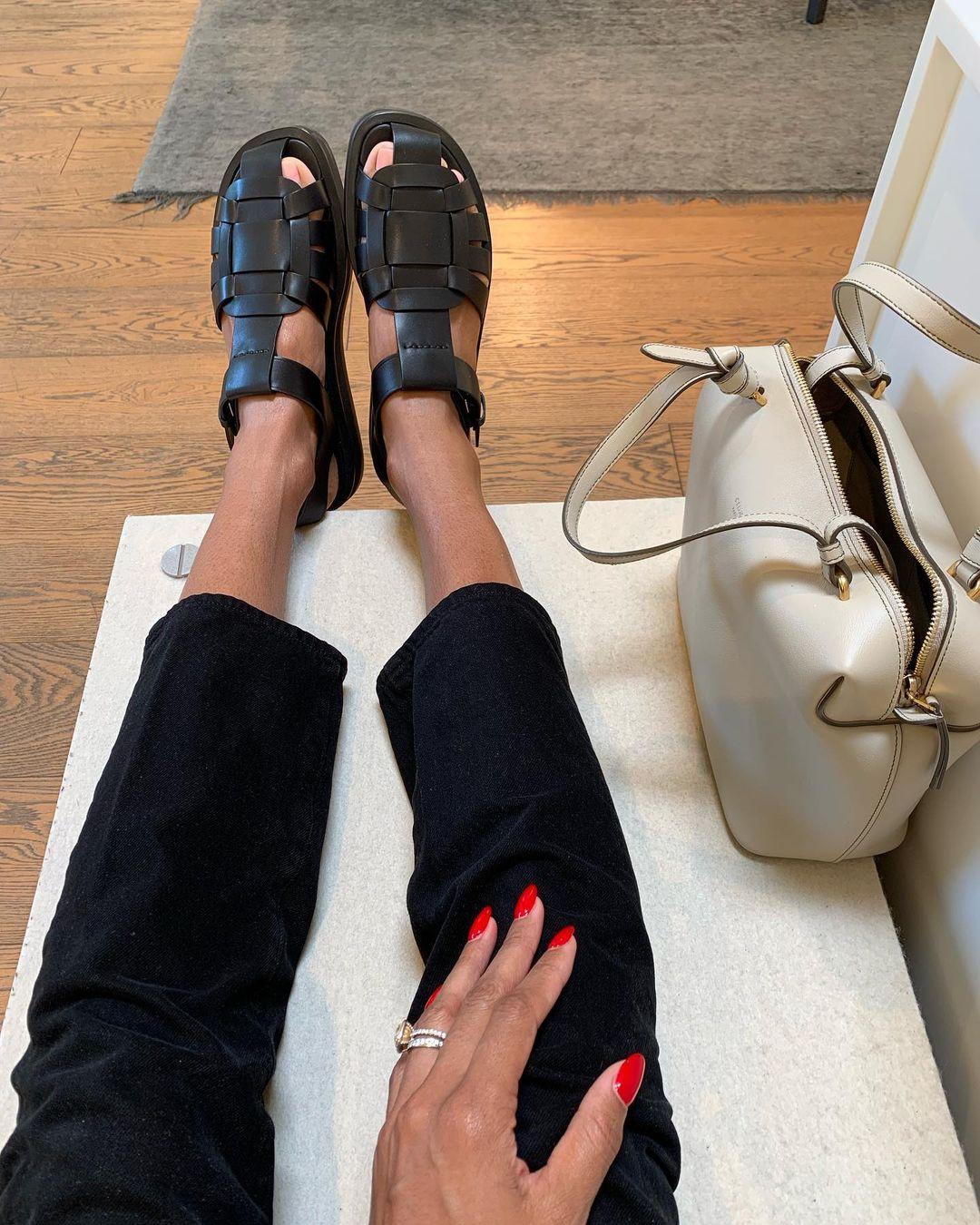 Phong cách sandal rọ là xu hướng giày bạn nên cập nhật mùa này - 4