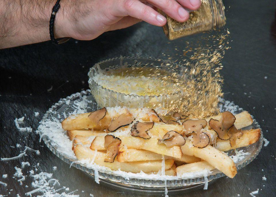 Khi nhà hàng giãn cách, họ làm món khoai tây chiên đắt nhất thế giới - 5