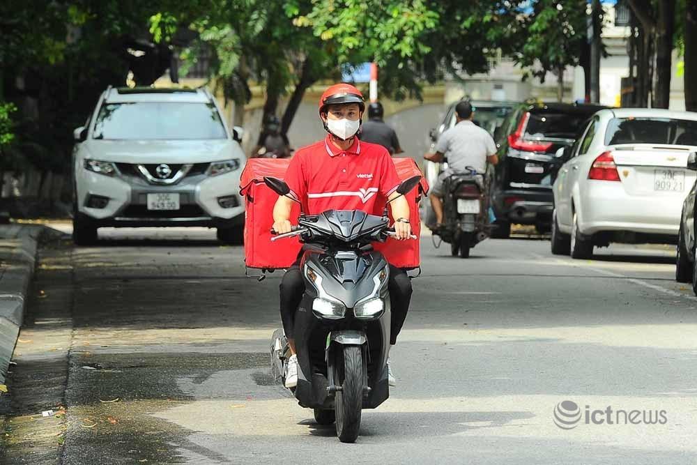 Hơn 4.000 bưu tá Vietnam Post, Viettel Post đã được cấp mã hoạt động trong giãn cách tại Hà Nội