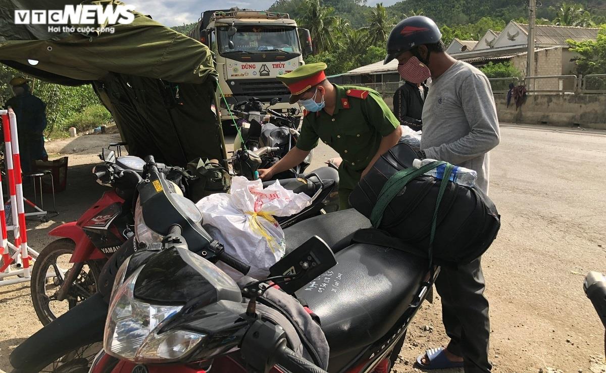 Quảng Ngãi, Lâm Đồng dừng tiếp nhận công dân tự phát về quê - 1