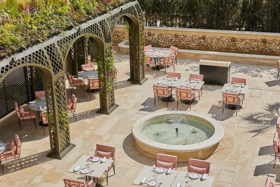 Một đêm nghỉ dưỡng đắt đỏ kiểu hoàng gia ở cung điện Versailles - 6