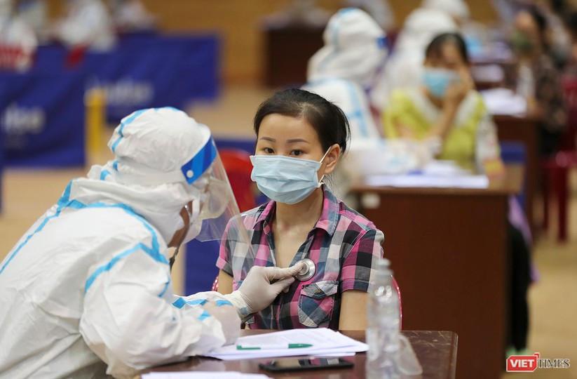 Ảnh: Đà Nẵng ngày đầu tiêm vaccine COVID-19 Spikevax trong cộng đồng ảnh 13