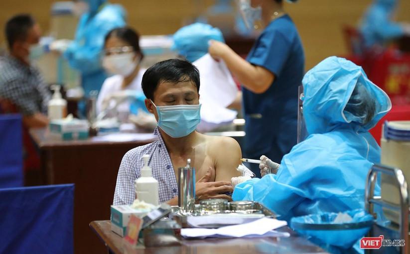 Ảnh: Đà Nẵng ngày đầu tiêm vaccine COVID-19 Spikevax trong cộng đồng ảnh 24